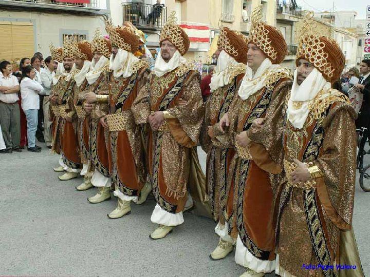 abanilla_fiestas_de_la_santisima_cruz_y_moros_y_cristianos_abanilla_se_viste_de_fiesta